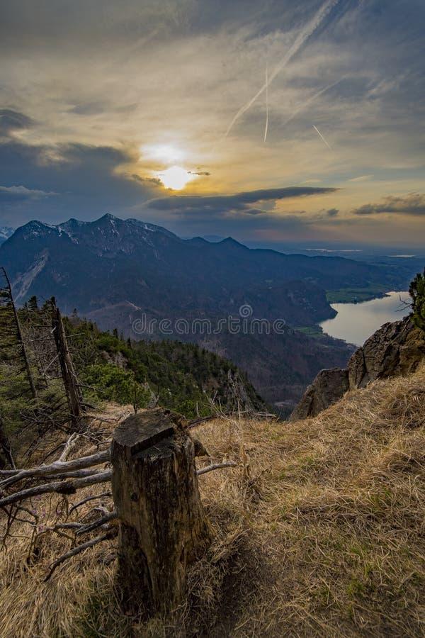 Piękny jeziorny widok od góry w niemieckich Alps zdjęcia royalty free