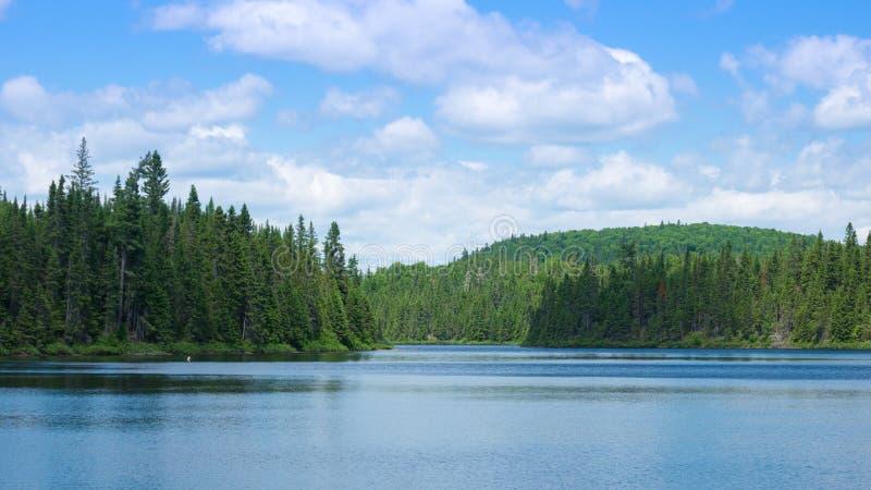 Piękny jezioro krajobraz w Kanada obrazy royalty free