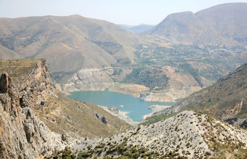 Piękny jezioro w halnym sierra Nevada Hiszpania zdjęcia stock