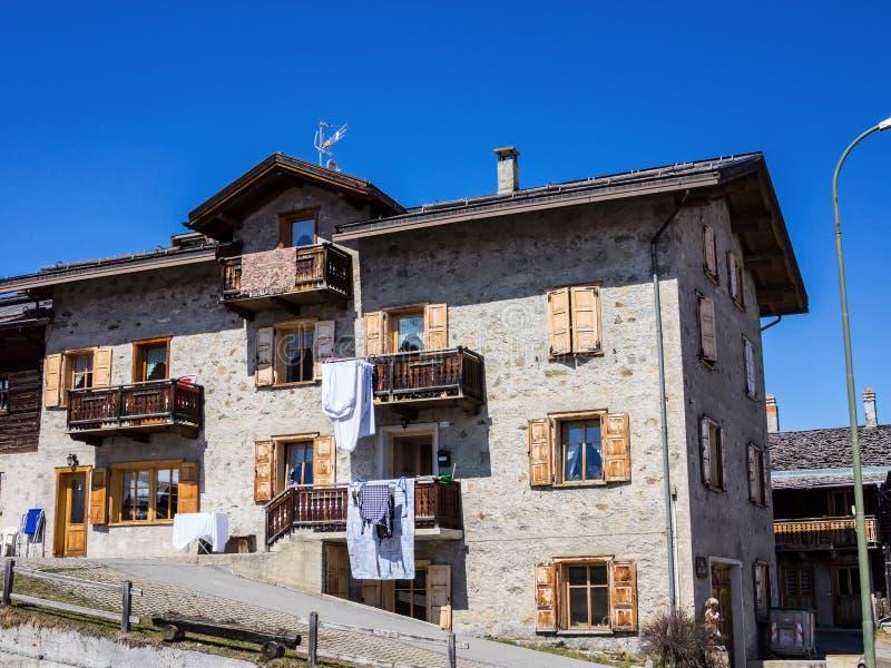 Piękny kamienia dom w Włoskich górach zdjęcie royalty free
