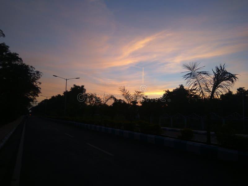 Piękny klimat w zachodzie słońca wieczorem obrazy royalty free