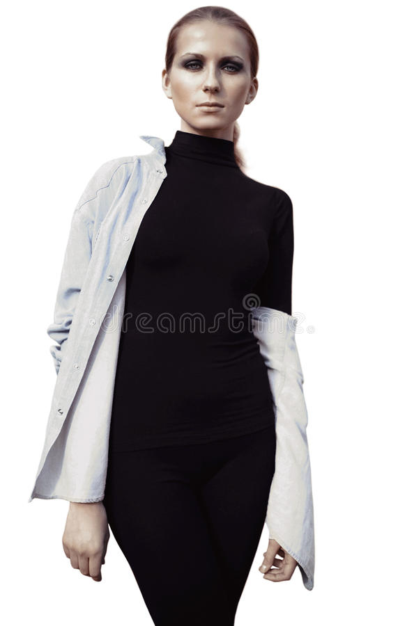 Piękny kobieta model w czerni z dymiący oczu pozować odizolowywam na białym tle zdjęcie stock