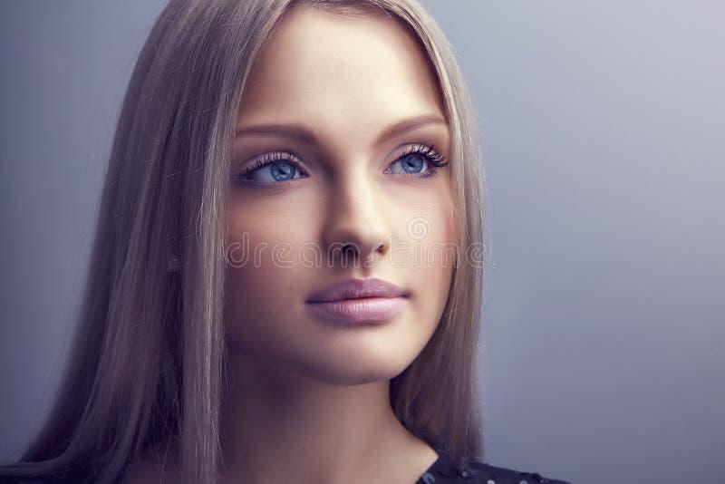Piękny kobiety twarzy zakończenie w górę portreta obrazy stock