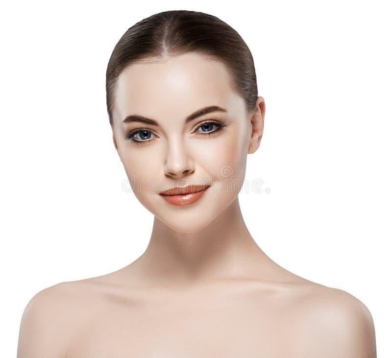 Piękny kobiety twarzy zakończenie w górę portreta młodego studia na bielu fotografia royalty free