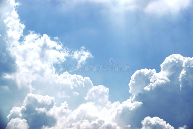Piękny kolor niebo, biały clond, cień, lato, tło obrazy stock