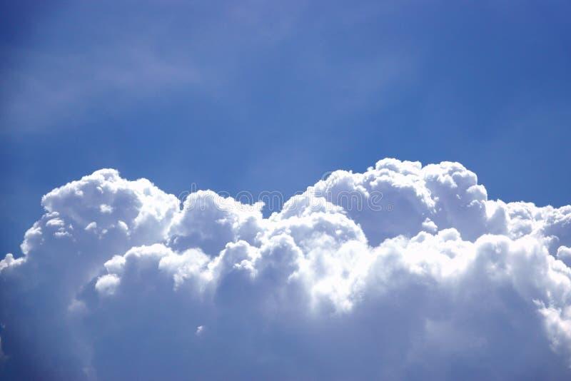 Piękny kolor niebo, biel chmura, cień, lato, tło zdjęcie stock