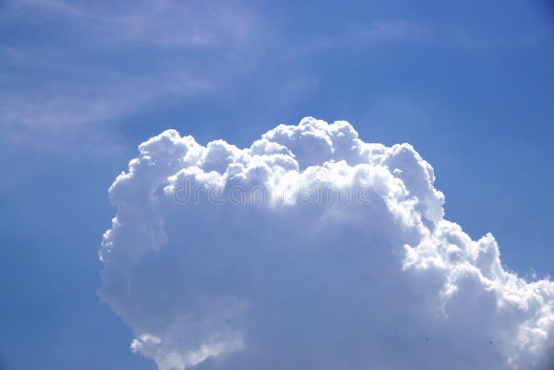 Piękny kolor niebo, biel chmura, cień, lato, tło obrazy royalty free