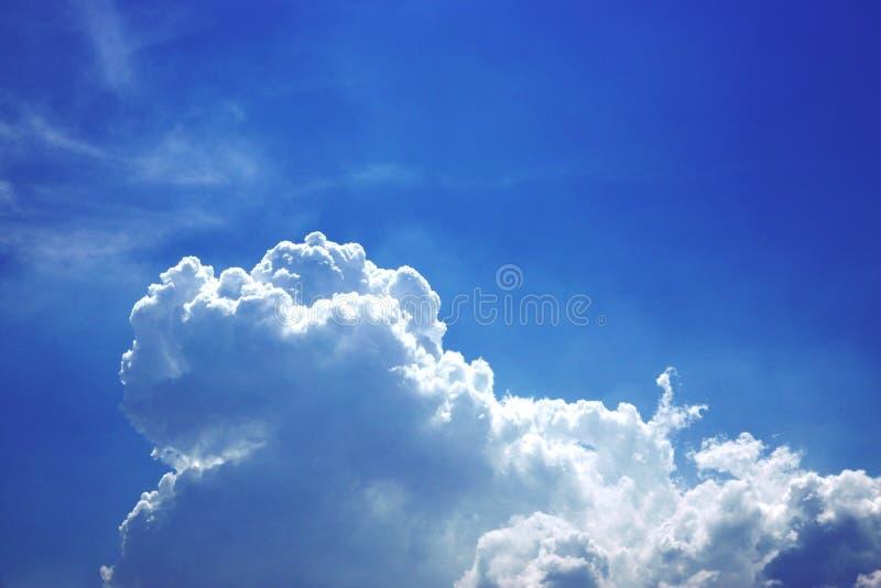 Piękny kolor niebo, biel chmura, cień, lato, tło zdjęcia royalty free