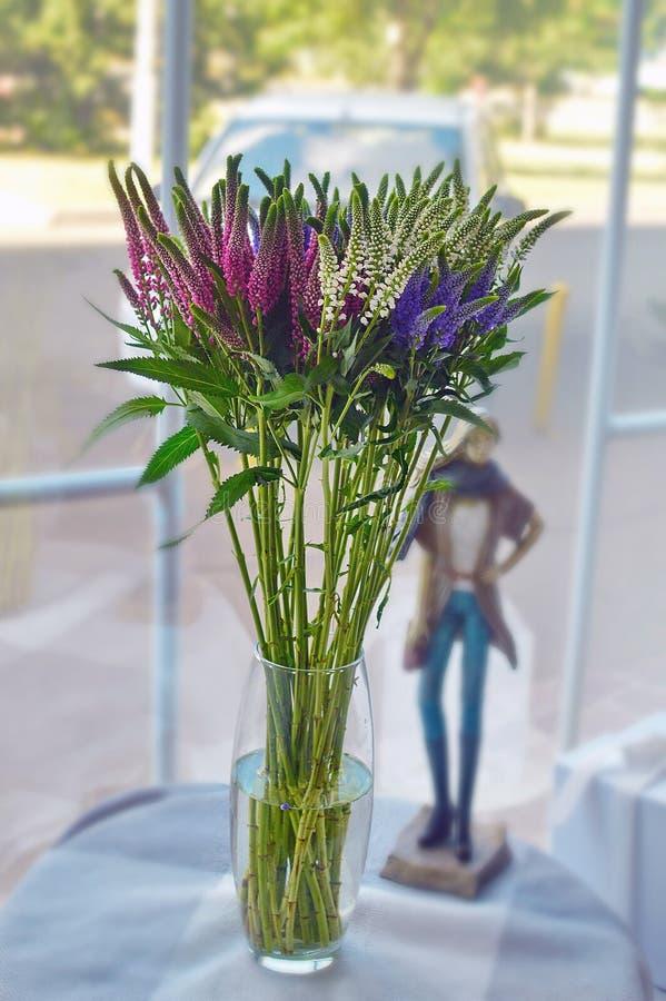 Piękny kolorowy bukiet kwiaty w szkle fotografia stock