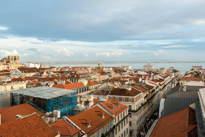 Piękny kolorowy i wibrujący pejzaż miejski Lisbon, Portugalia obrazy stock