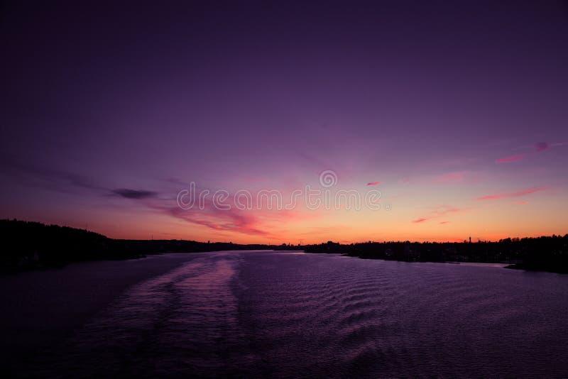 Piękny, kolorowy seascape Szwecja zima eventing od promu, zdjęcia royalty free