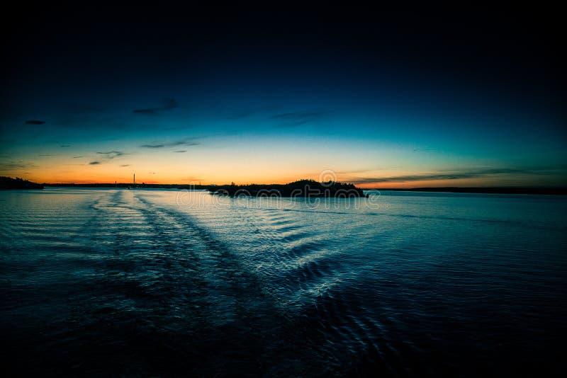 Piękny, kolorowy seascape Szwecja zima eventing od promu, obrazy stock