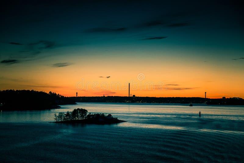 Piękny, kolorowy seascape Szwecja zima eventing od promu, obraz stock