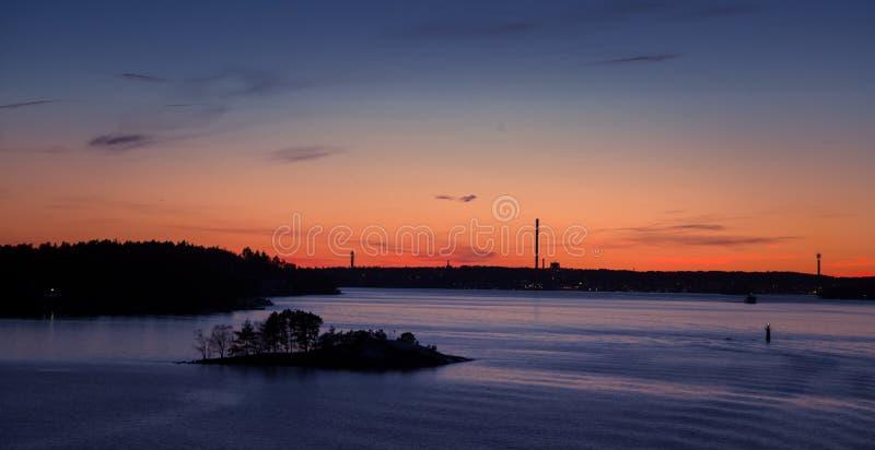 Piękny, kolorowy seascape Szwecja zima eventing od promu, fotografia stock