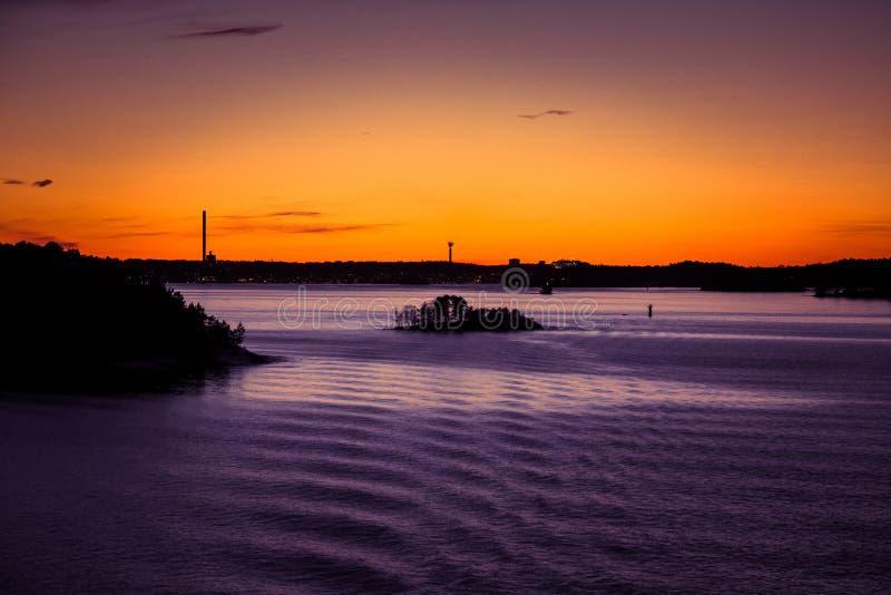 Piękny, kolorowy seascape Szwecja zima eventing od promu, obraz royalty free
