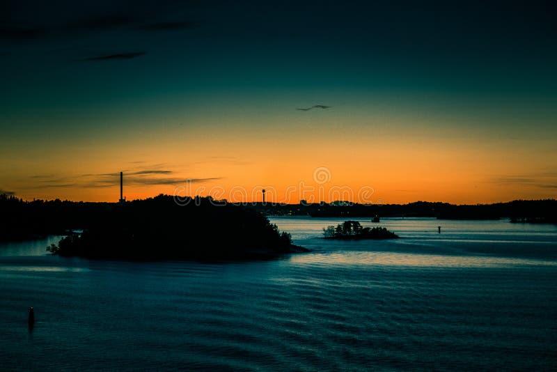 Piękny, kolorowy seascape Szwecja zima eventing od promu, zdjęcie stock