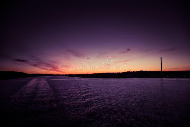 Piękny, kolorowy seascape Szwecja zima eventing od promu, obrazy royalty free