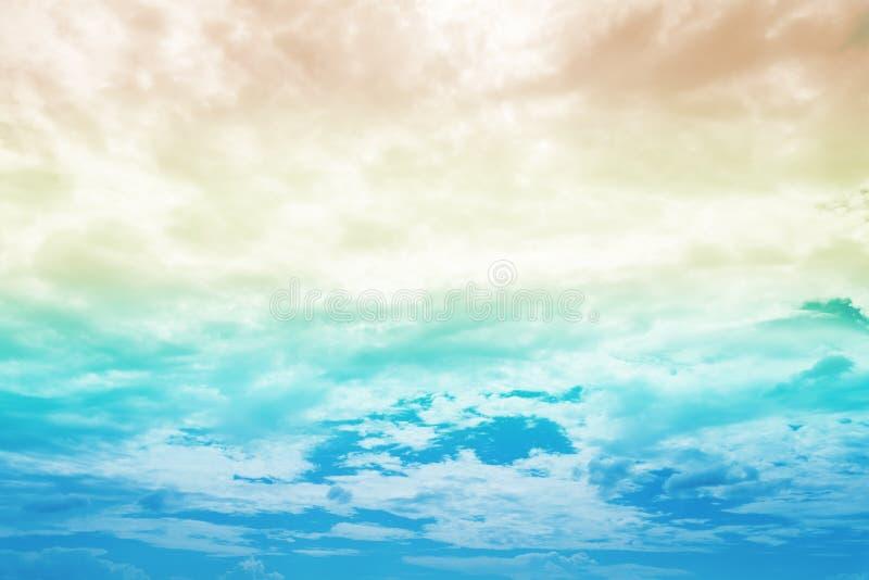 Piękny kolorowy tęczy niebo z wielo- kolorem fotografia stock