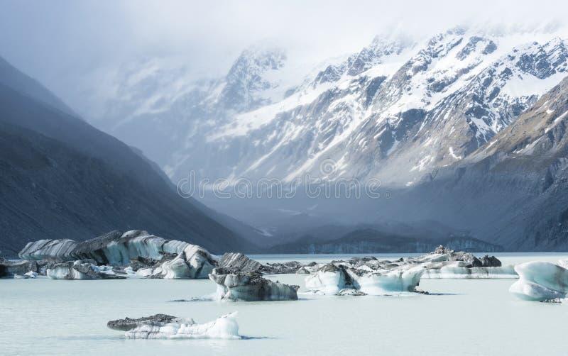 Pi?kny krajobraz g?ra lodowa w Nowa Zelandia zdjęcie royalty free