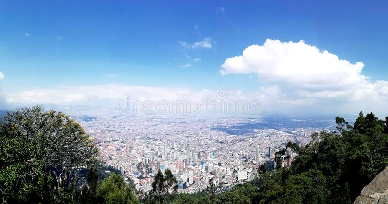 Pi?kny krajobraz i widok miasto obraz royalty free