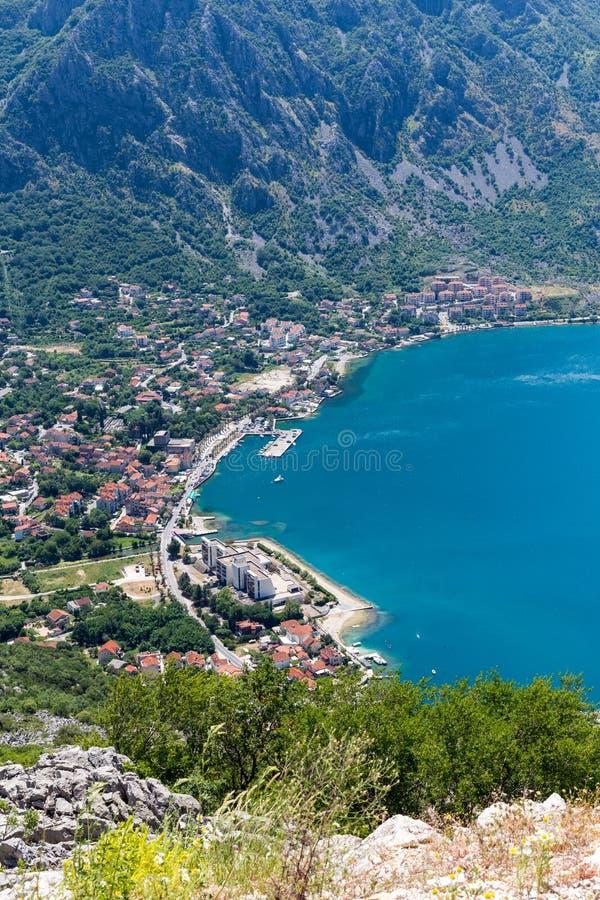 Piękny krajobraz Kotor zatoka w letnim dniu, Montenegro, Adriatycki morze widok z lotu ptaka obraz stock