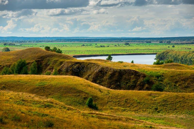 Piękny krajobraz w Konstantinovo, Rosja - miejsce narodzin rosyjska poeta Sergei Yesenin zdjęcie stock