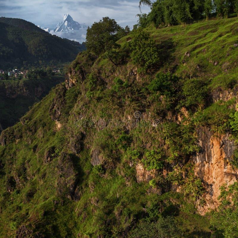 Piękny krajobraz z jarem Kailash lesistą górą i zdjęcia royalty free
