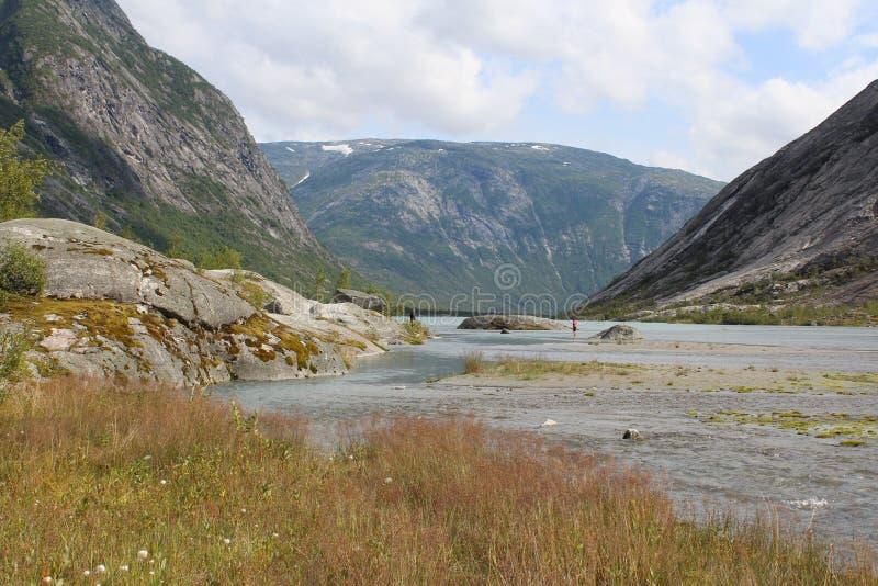 piękny krajobrazowy Norway Góry i jezioro obraz stock
