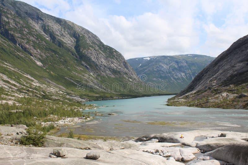 piękny krajobrazowy Norway Góry i jezioro obrazy royalty free