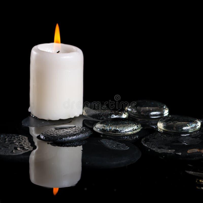 Piękny kriogeniczny zdroju pojęcie zen kamienie z kroplami, zamraża zdjęcia stock