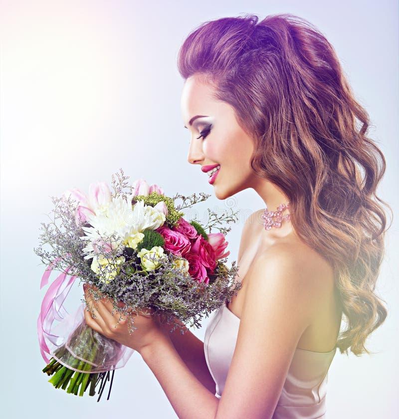 piękny kwiatów dziewczyny portret zdjęcie royalty free