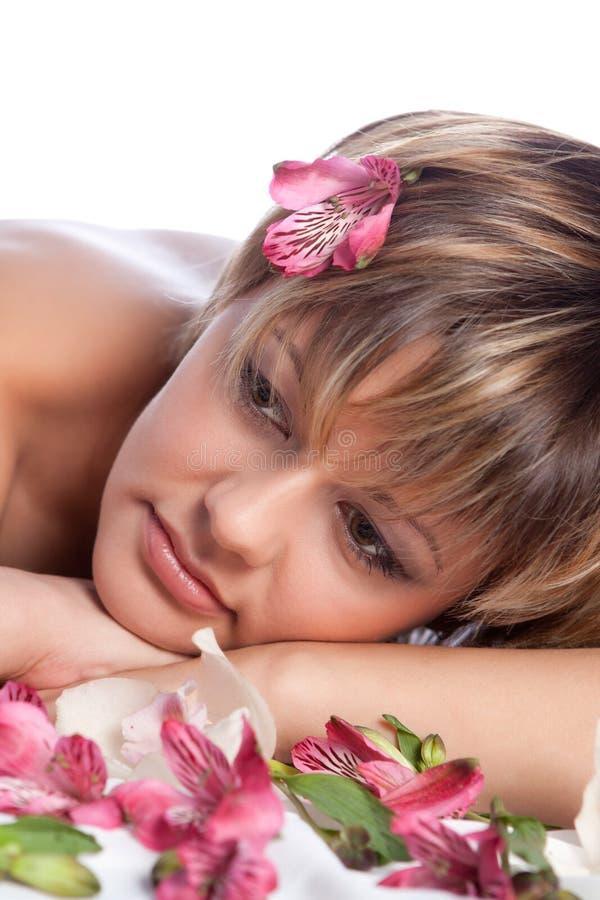 piękny kwiatów dziewczyny portret obraz royalty free