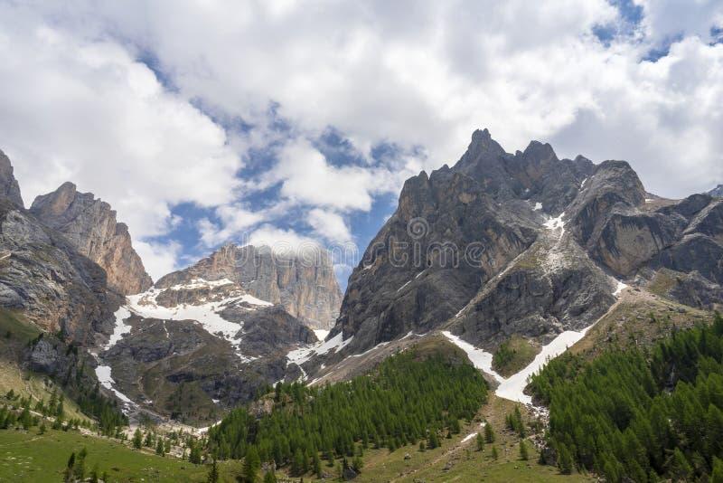 Piękny lato widok Marmolada masyw od Val Rosalia, dolomity, Włochy zdjęcie royalty free