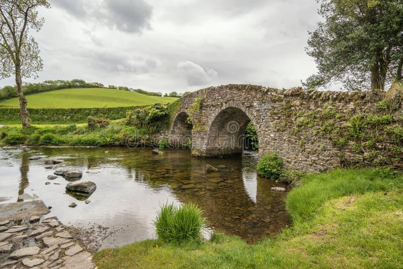 Piękny Lorna Doone most w Exmoor w Devon krajobrazu lecie obraz royalty free