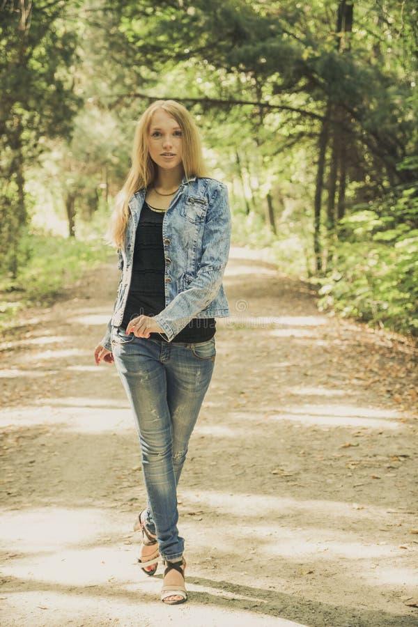 Piękny młoda kobieta portret fotografia royalty free