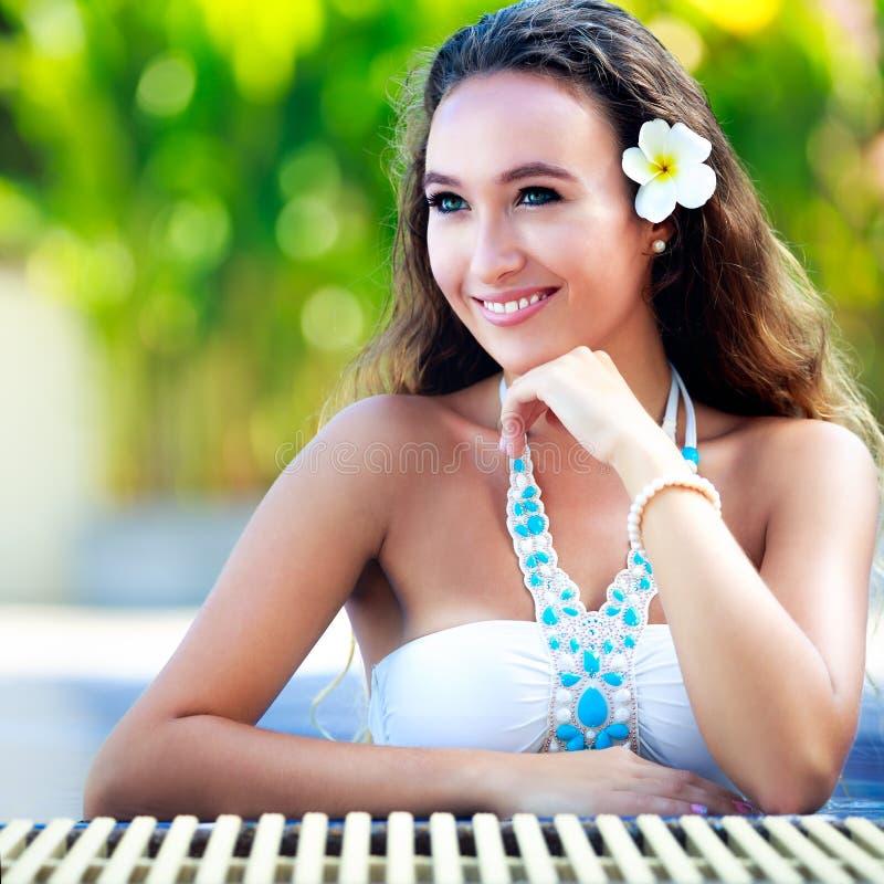 Piękny młodej dziewczyny relaksować zdjęcia royalty free