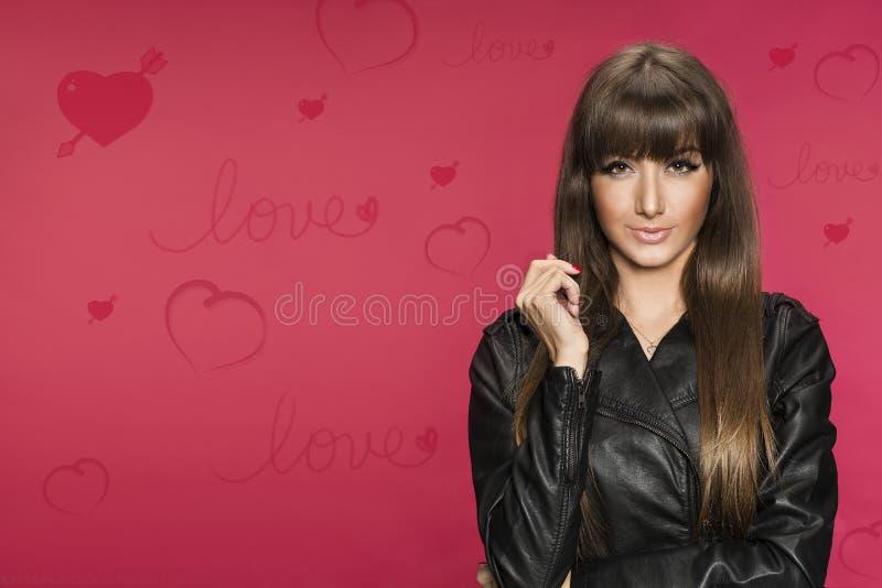 Piękny młody brunetek valentines tło zdjęcie stock
