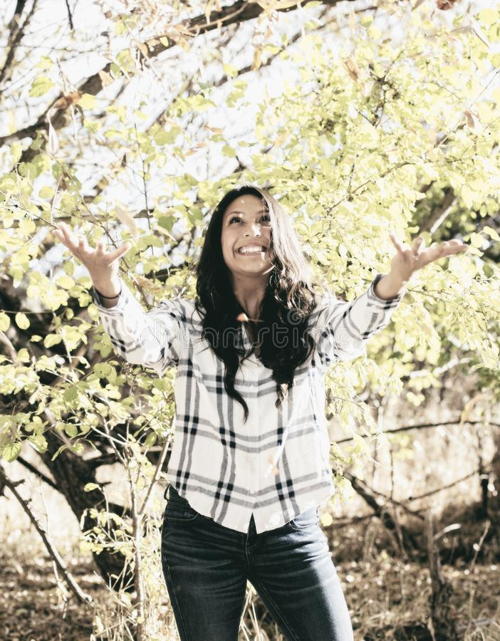 Piękny Młody Millennial latynos, Amerykańsko-indiański, Wielorasowy młoda kobieta portret, obrazy royalty free