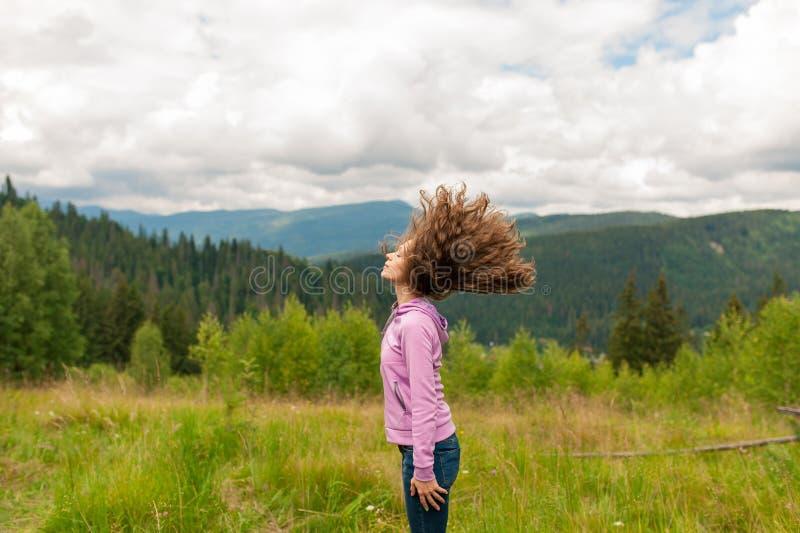Piękny młody rozochocony kobieta model z włosy obraz royalty free