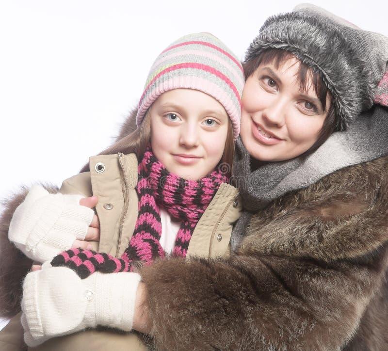 Piękny macierzysty córki zimy portret zdjęcie stock