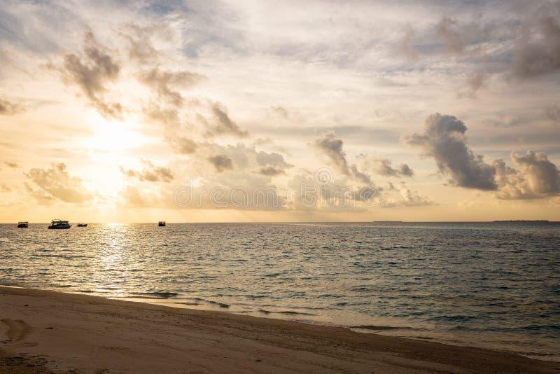 Piękny Maldivian krajobraz przy zmierzchem obraz royalty free