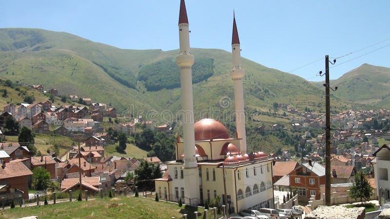 Piękny meczet z dwa góruje obraz royalty free