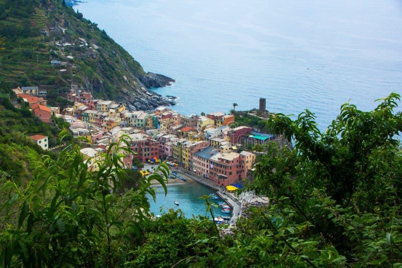 Piękny miasteczko Vernazza w Cinque Terre parku narodowym Widok na Vernazza Castello Doria stary forteca i wierza zdjęcia stock