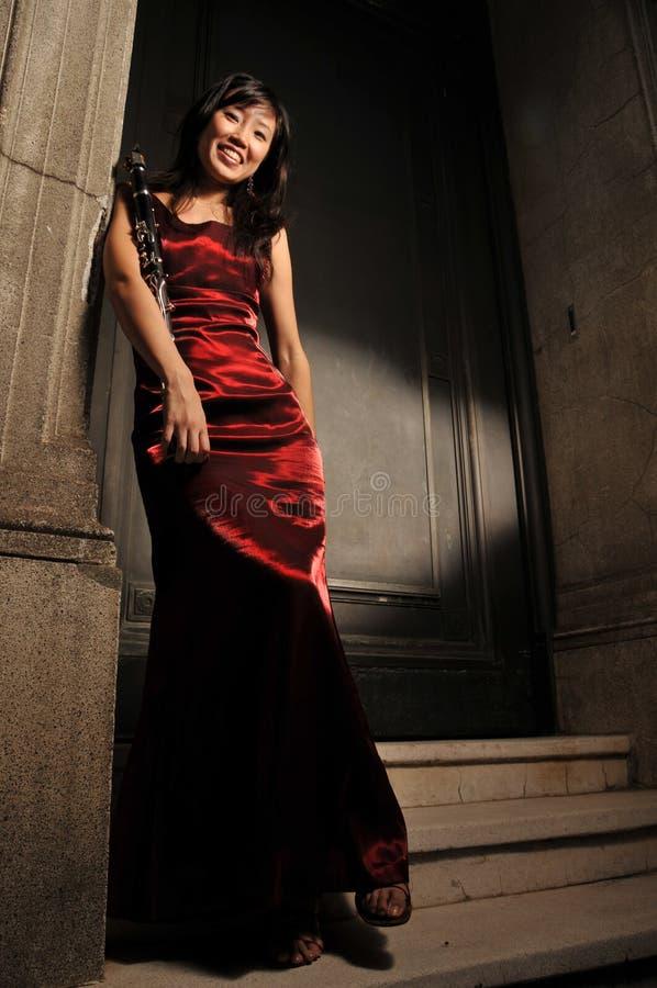 piękny mienia instrumentu musical kobieta obraz royalty free