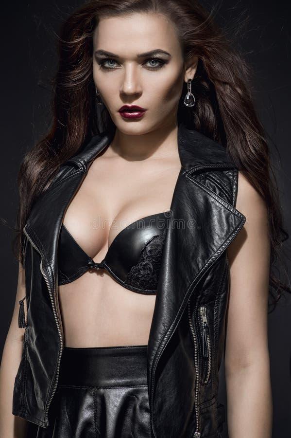 Piękny moda model w czarnym staniku fotografia royalty free