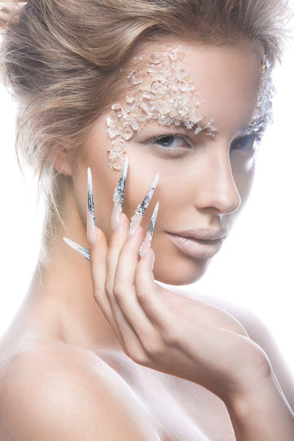 Piękny moda model z długimi gwoździami, kreatywnie zdjęcia royalty free