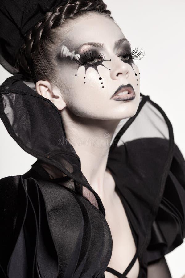 Piękny model pozuje jako szachowa królowa - fantazja makijaż zdjęcie stock