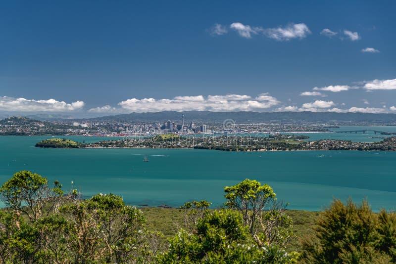 Piękny morze i chmurny niebo, Nowa Zelandia, widok od Rangitoto wyspy zdjęcia royalty free
