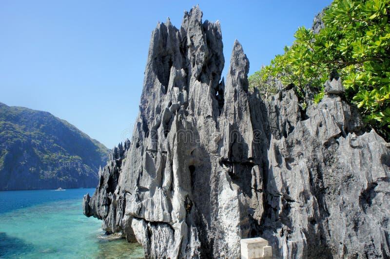 Piękny morze krajobraz z ostrymi skałami Palawan wyspa obraz royalty free