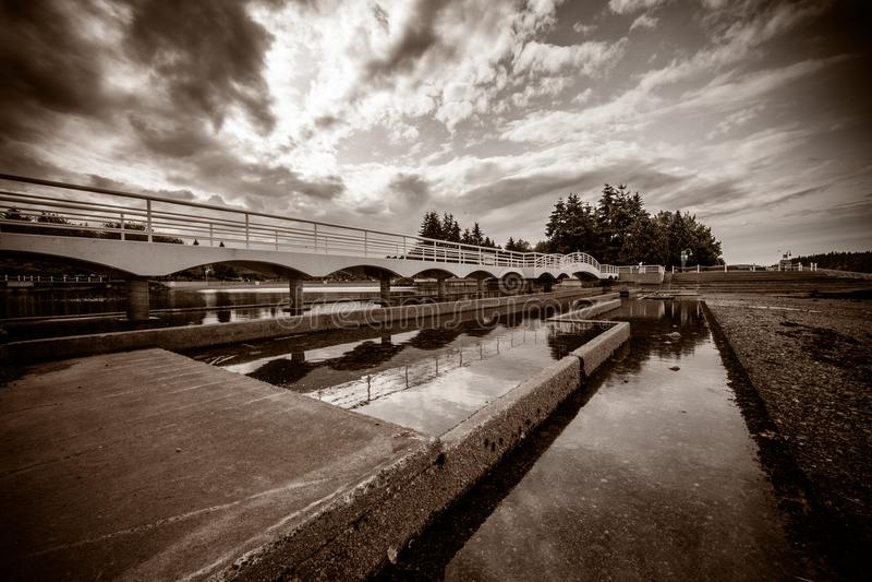 Piękny most w sepiowym zdjęcia royalty free